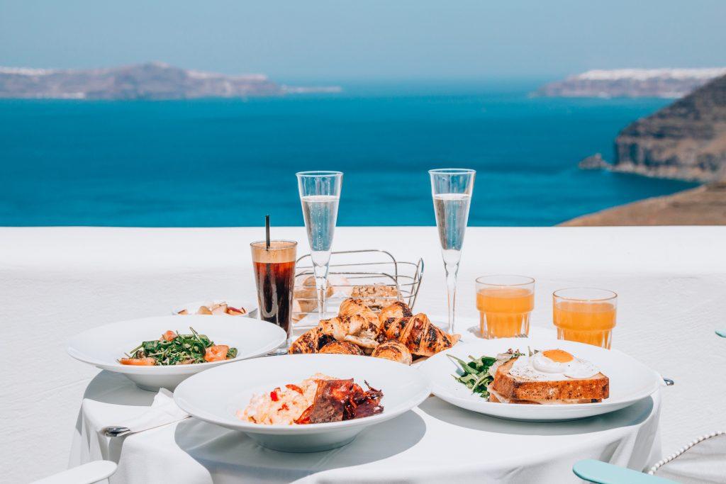 Santorini wild nature - Breakfast on the caldera